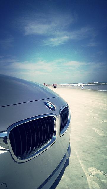 BMW am Strand.