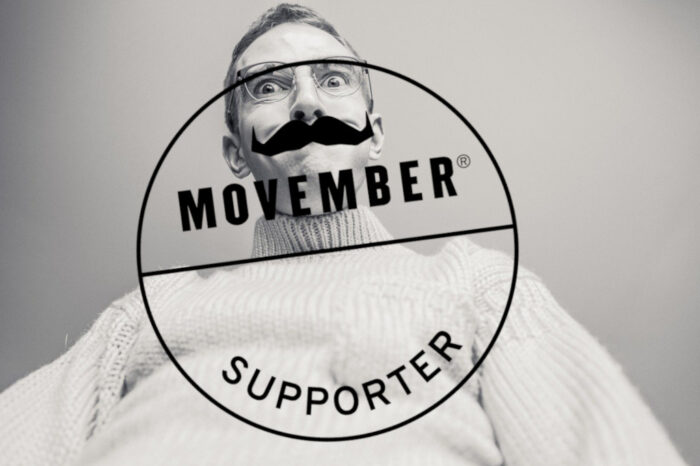 Mann hinter dem Movember-Supporter-Logo der Movember Foundation